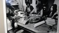 John Lennon ditemani istrinya Yoko Ono saat proses menulis lagu fenomenal 'Imagine.'