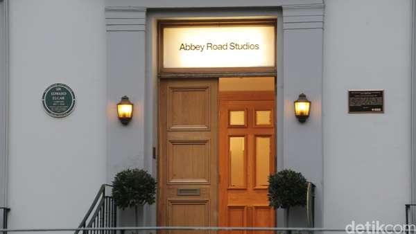 Ini Suasana Zebra Cross Abbey Road yang Terkenal