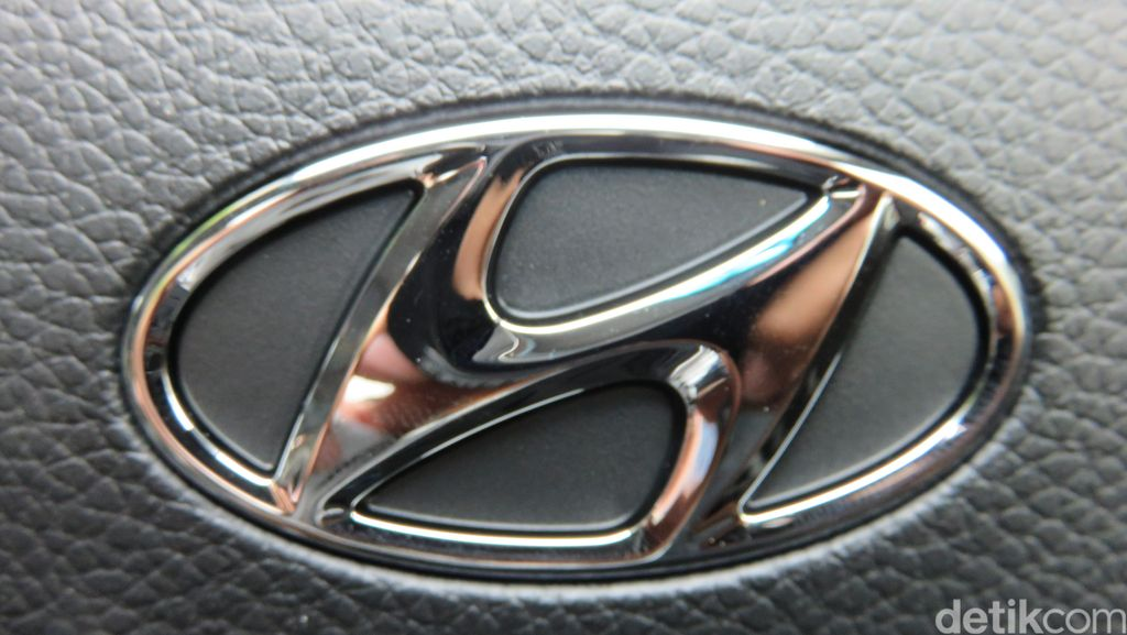 Staf Wanita Hyundai Disuruh Joget dan Tuang Minuman untuk Bos Pria