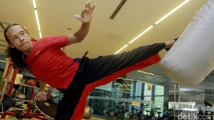 Pengin latihan pencak silat tapi umur udah kelewat tua? Yayan Ruhian punya saran ampuh! Foto: Rengga Sancaya