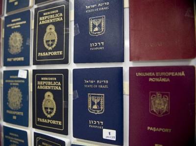 Belanda Keluarkan Paspor Bergender Netral Pertama