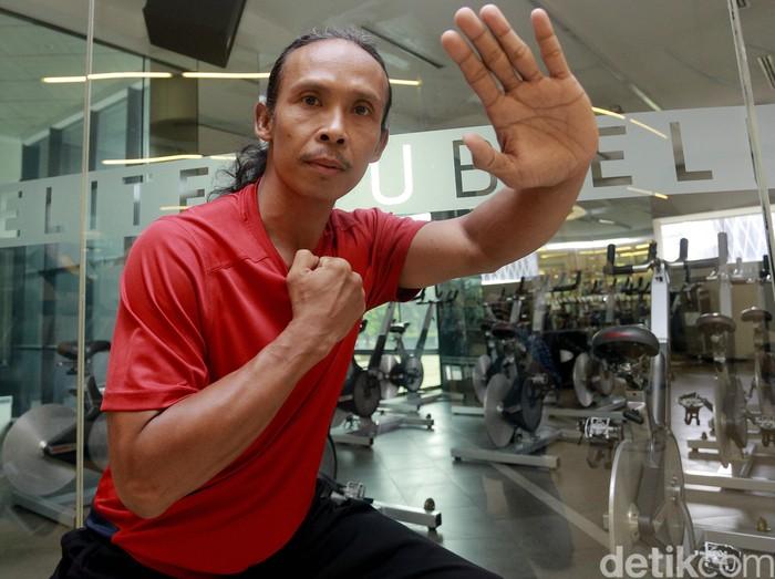 Yayan Ruhian lahir di Tasikmalaya, Jawa Barat, 19 Oktober 1968, berumur 47 tahun adalah pesilat dan aktor yang berasal dari Indonesia dan tinggal di Indonesia.