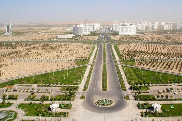 Ashgabat hanya ramah bagi pebisnis atau traveler berkantong tebal karena menjadi kota termahal kedua di dunia. Ashgabat naik lima poin karena krisis ekonomi, kekurangan makanan hingga hiperinflasi (Foto: Nellie Huang/BBC)