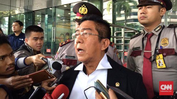 Anggota Komisi III Hendri Yosodiningrat, di kantor KPK, Jakarta, Jumat (12/2).