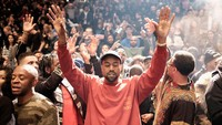 Kanye merilis lini fashion seri terbarunya dan juga album barunya The Life of Pablo di Madison Square Garden, New York, AS pada Kamis (11/2/2016) waktu setempat.  Dimitrios Kambouris/Getty Images/detikFoto.