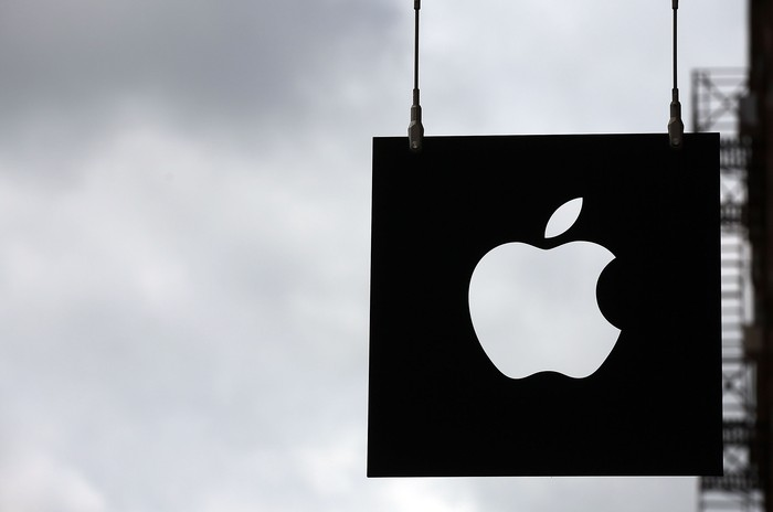 NEW YORK, NY - JULY 23: The Apple logo hangs in front of an Apple store on July 23, 2013 in New York City. Apple is due to report third-quarter earnings after the markets close Tuesday. Apple, the California based technology company, has watched its stock sink to $427.68 a share from an all-time high of $702 last September. The company is under pressure to release a new blockbuster product.  (Photo by Spencer Platt/Getty Images)