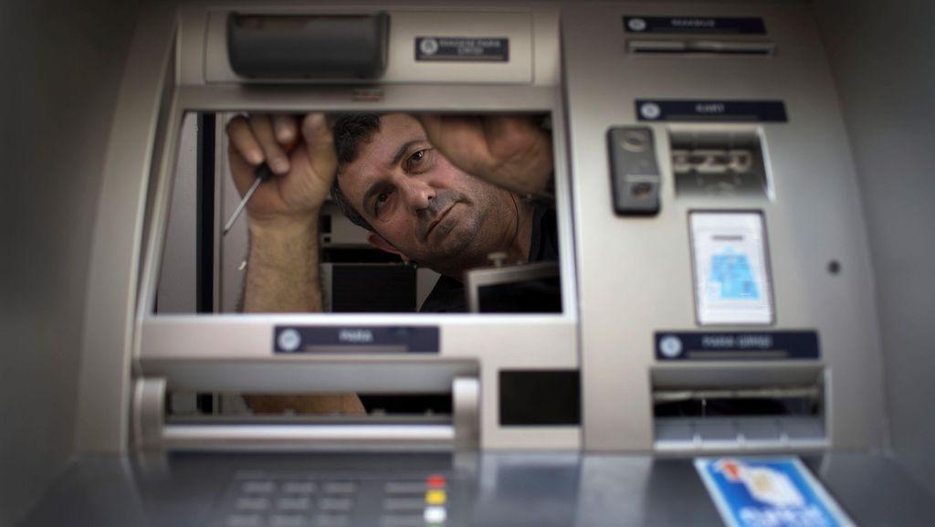 Mengenal Skimming, Cara Klasik Bobol ATM