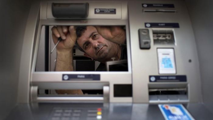 Ilustrasi mesin ATM. (Foto: Gettyimages - Uriel Sinai)