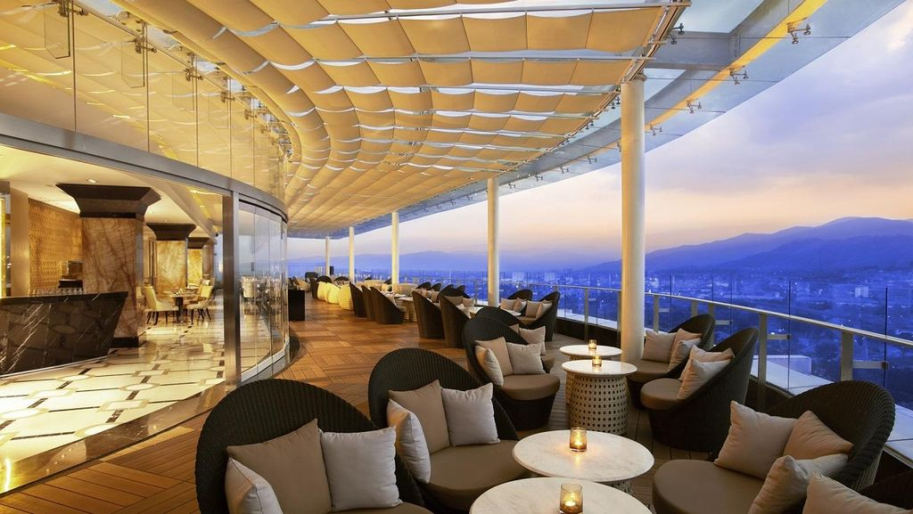 Melihat Bandung dari Ketinggian di Trans Luxury Hotel