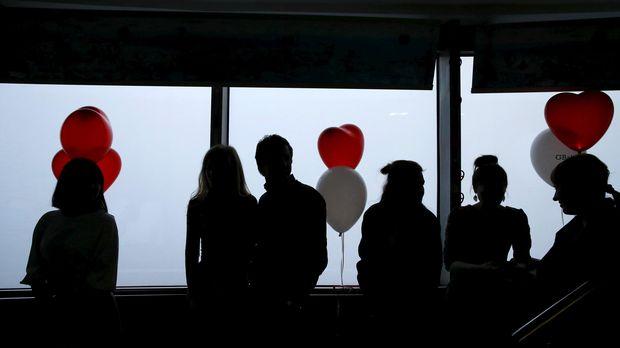 Valentine atau hari kasih sayang sering digunakan oleh pasangan untuk memberikan hadiah.