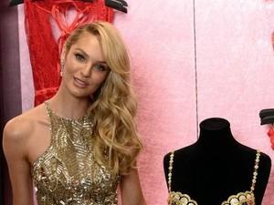 Candice Swanepoel Jawab Kritik Tentang Ibu Menyusui Bayi di Ruang Publik
