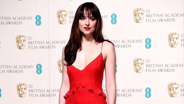 Dakota Johnson Bikin Pria Tak Berkedip di BAFTA Awards 2016
