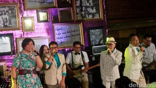Aksi Project Pop Mengocok Perut Penonton di Konser Kahitna