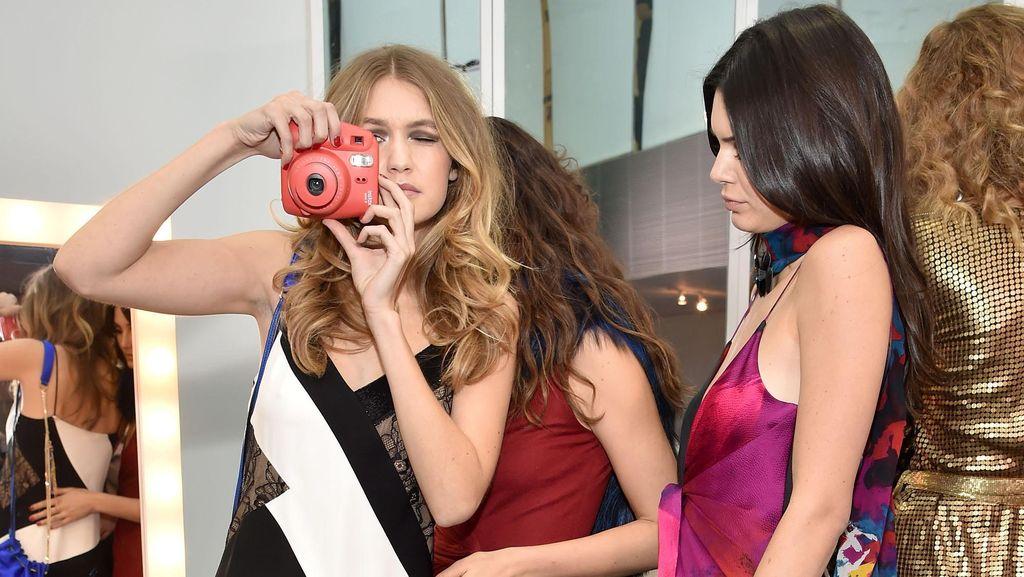 Foto: Para Supermodel Seksi Berpesta Disko di Fashion Show DVF