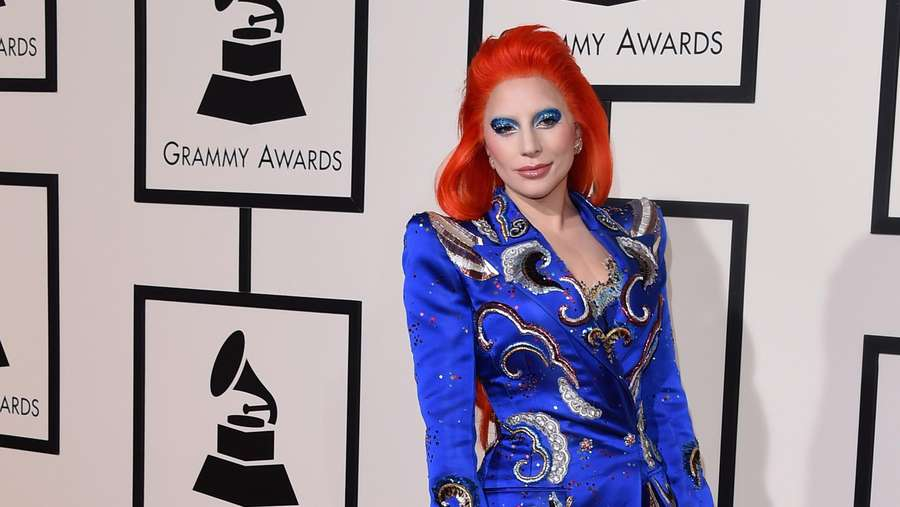 Parade Selebriti di Red Carpet Grammy Awards 2016 (1)