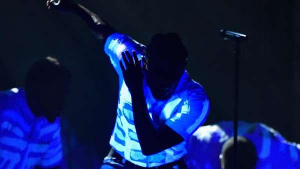 Kendrick Lamar Bakar Panggung Grammy 2016
