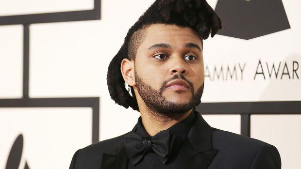 Rupa The Weeknd dengan penampilan rambut sebelumnya.