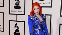 Lady Gaga tampil ala David Bowie. Jason Merritt/Getty Images for NARAS/detikFoto.