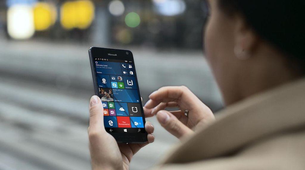 Mengusung layar OLED 5 inch dengan resolusi 1280x720 pixel.Foto: Microsoft
