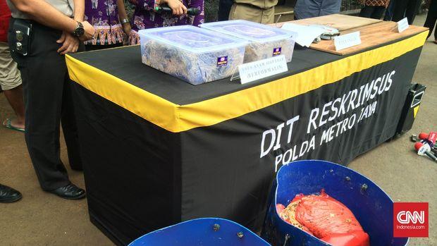 Pengungkapan kasus usus ayam berformalin di Jakarta Barat, beberapa waktu lalu.