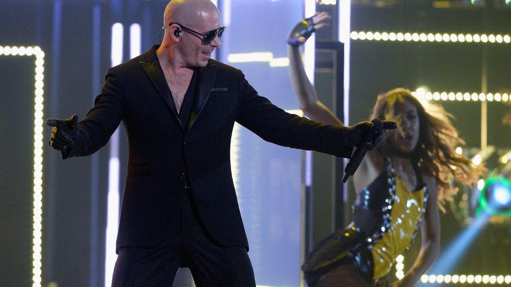 Heroik! Pitbull Kirim Pesawat Pribadi Jemput Pasien Kanker di Puerto Rico