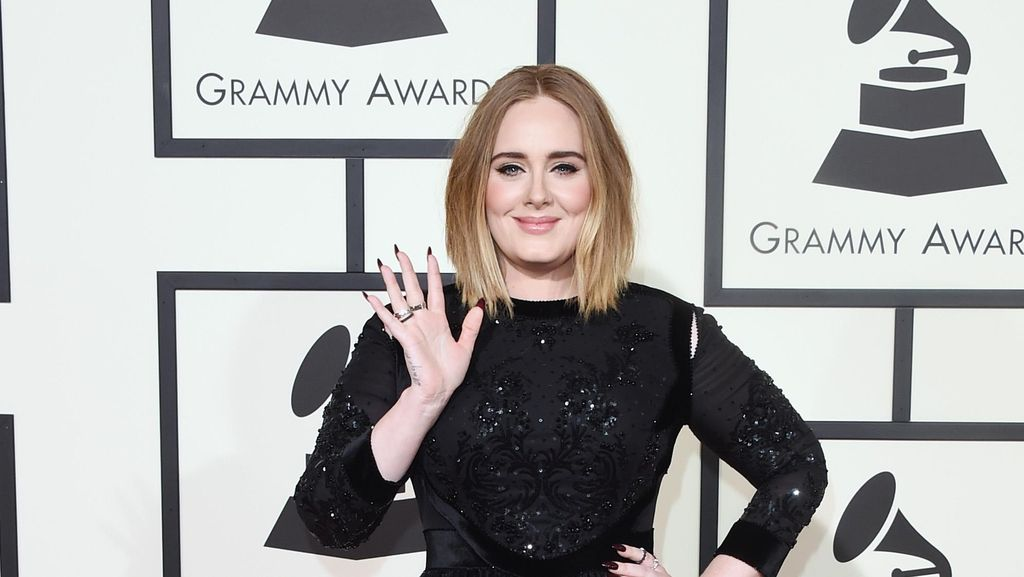 Perut Ramping Adele di After Party Oscar Jadi Sorotan
