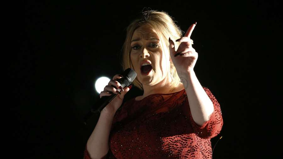 Adele Bikin Grammy 2016 Jadi Sendu