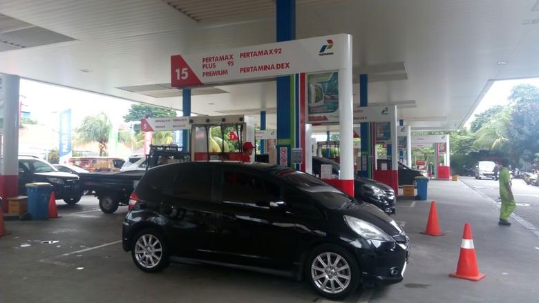 Mengisi bensin di pagi hari bisa bikin pengeluaran kita lebih hemat? Ini faktanya. Foto: Feby Dwi Sutianto