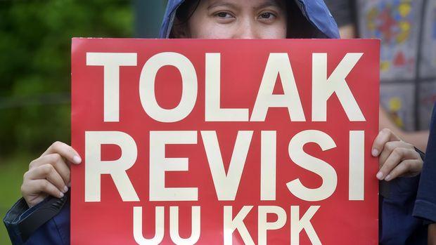 Jokowi Disebut Mirip SBY, Cuci Tangan Soal Revisi UU KPK