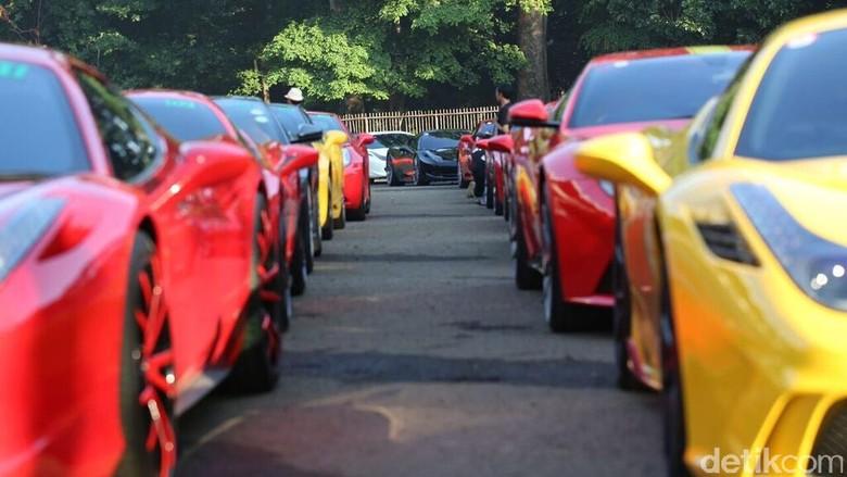 Pengguna mobil Ferrari tengah touring (Foto: Ferrari Jakarta)