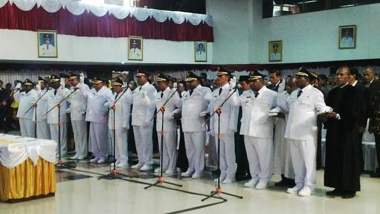 6 Bupati Dilantik Gubernur Papua Hari ini