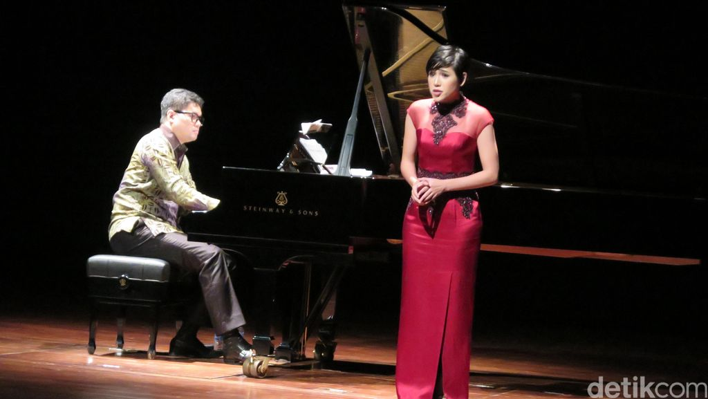 Perkawinan Musik dan Sastra di Konser Di Hadapan Rahasia