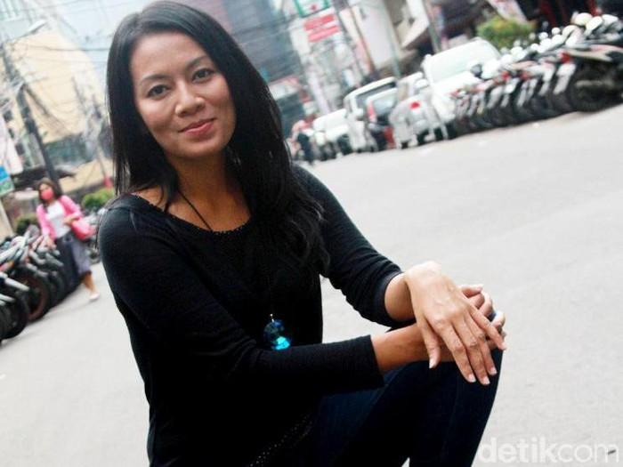 Dewi Lestari di Filosofi Kopi, Melawai, Blok M, Jakarta Selatan