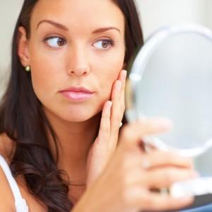 7 Serum untuk Menghilang Bekas Jerawat Sekaligus Mencerahkan Wajah
