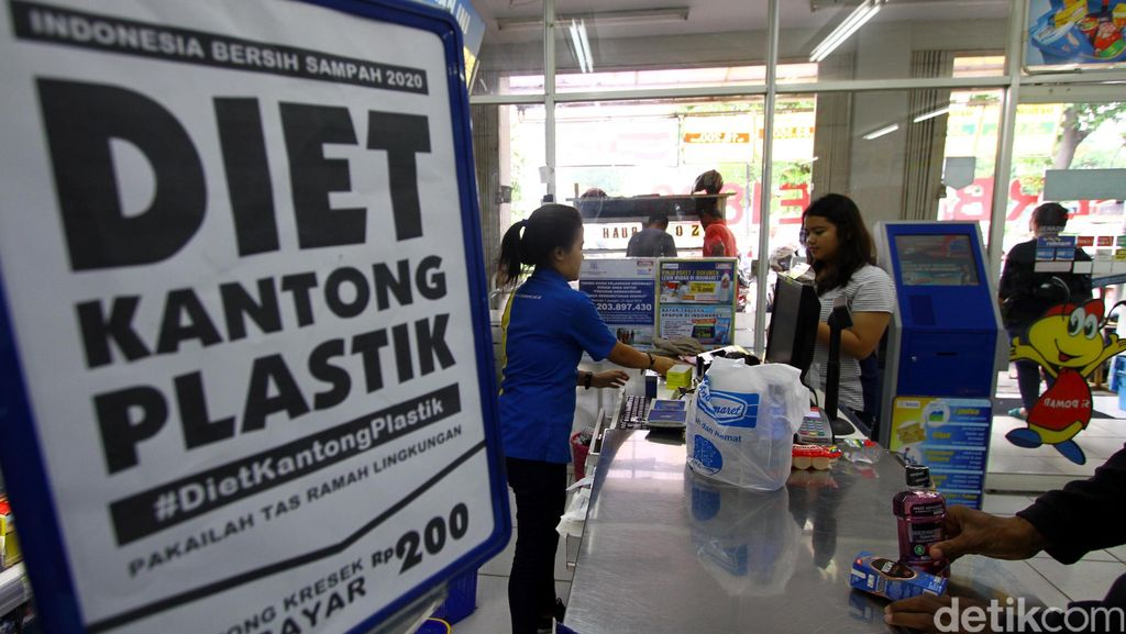 Pengusaha Tolak Larangan Penggunaan Kantong Plastik