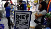 Kantong Plastik Kini Berbayar, Penerapan Cukainya Kapan?