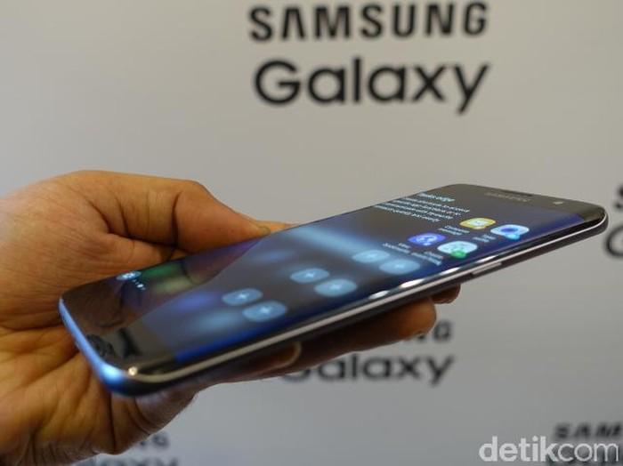 Samsung Galaxy S7 diluncurkan di Barcelona, Spanyol.