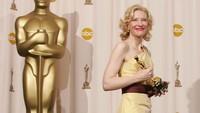 Inilah wanita yang meraih piala Oscar paling banyak diantara nominator lainnya, yaitu Cate Blanchett. Carlo Allegri/Getty Images/detikFoto.