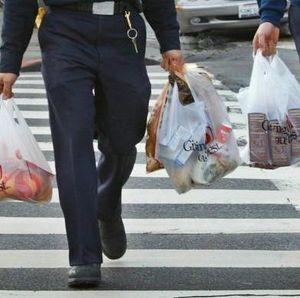 Dilarang di Daerah, Pengusaha Ritel Tetap Sediakan Kantong Plastik