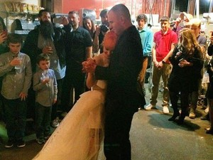 <i>Congrats</i>! Hayley Williams Resmi Nikah dengan Gitaris New Found Glory