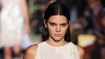 Curhat Kendall Jenner yang Dituntut Seksi di Fashion Show Perdana