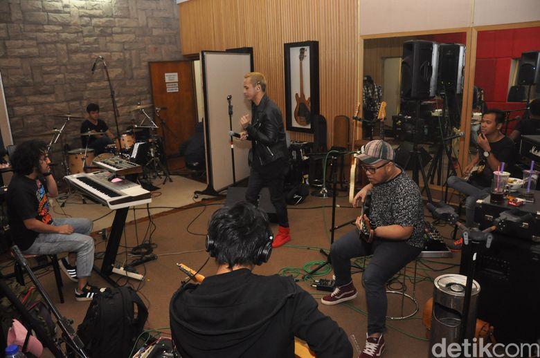 Nidji akan membawakan lagu yang jarang mereka mainkan. Pool/Ismail/detikFoto.