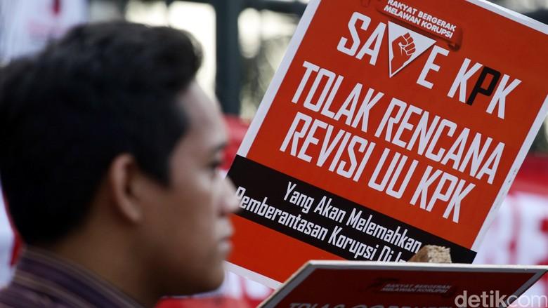 KPK di Ujung Tanduk, Haruskah Revisi UU KPK Dilanjutkan?