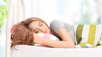 Studi: Tidur Lebih Cepat di Malam Hari Bikin Kulit 2,5 Tahun Lebih Muda