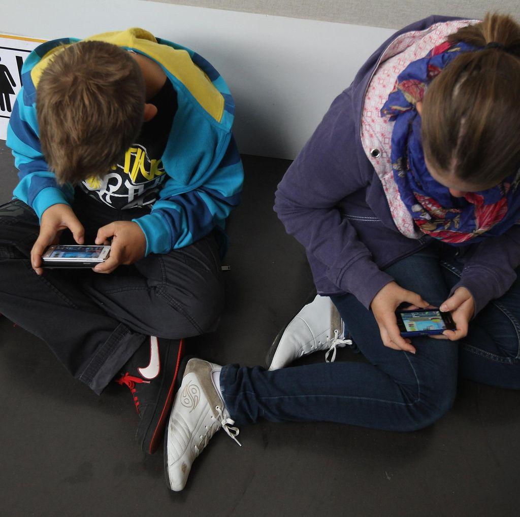 Kapan Anak Boleh Pakai Ponsel?