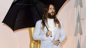 Jared Leto Nyentrik Pakai Rok di iHeartRadio Music Awards