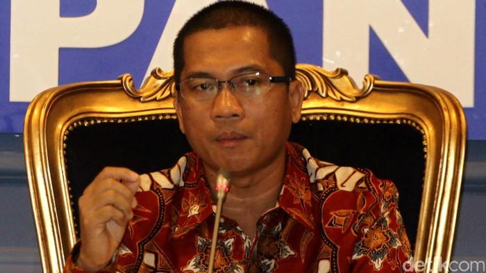 Fraksi PAN mendesak revisi UU KPK untuk dicabut dari program legislasi nasional (Prolegnas) 2014-2019. Kegaduhan soal revisi UU KPK harus dihentikan. Hal itu disampaikan Sekretaris F-PAN Yandri Susanto di Gedung DPR, Senayan, Jakarta Pusat, Rabu (24/2/2016).