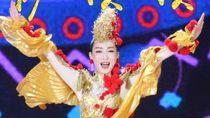 Ups! Pegang Mic Terbalik, Penyanyi Populer China Ini Ketahuan Lip Sync