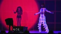 Rihanna tampil maksimal setelah sebelumnya batal tampil di Grammy 2016 pada 15 Februari lalu. Ian Gavan/Getty Images/detikFoto.