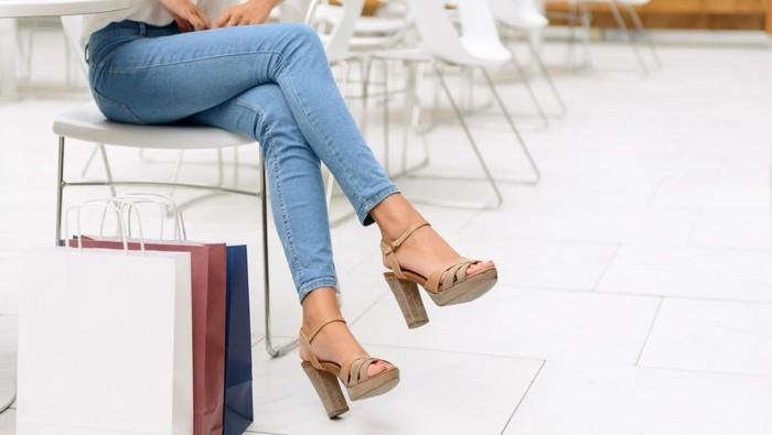 Hati-hati, duduk salah posisi bisa menyebabkan varises di kaki (Foto: thinkstock)